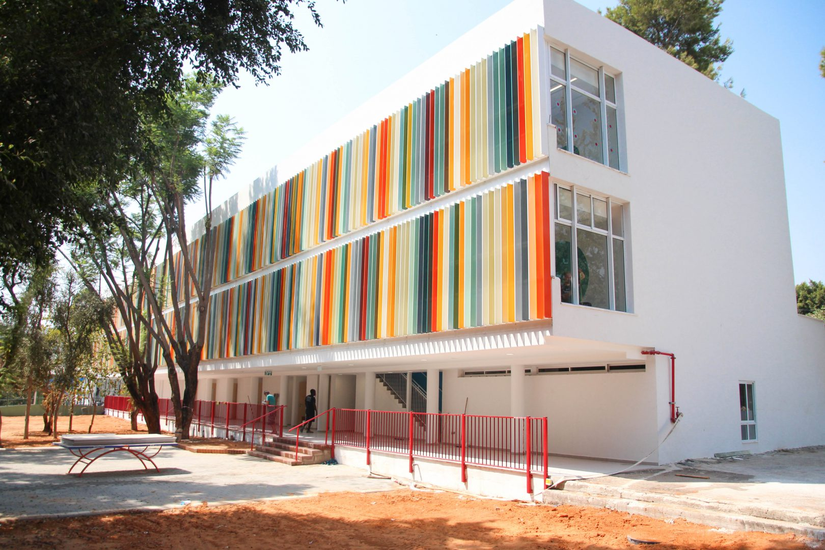 תכנון בית ספר רמז בכפר סבא, בניין עציון